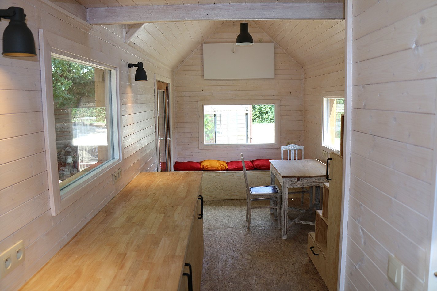 Tiny Home Designs: TINY HOUSE TOWN: Refugee Home From Tiny House Belgium