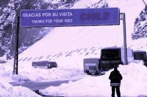 Por las nevadas registradas en alta montaña, sumadas a derrumbes de piedras sobre la calzada, los pasos a Chile por Agua Negra y por Cristo Redentor (Mendoza) continúan cerrados.