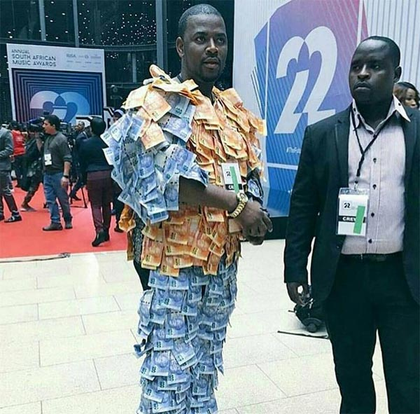 Man spotted wearing currency notes at South African Music Awards