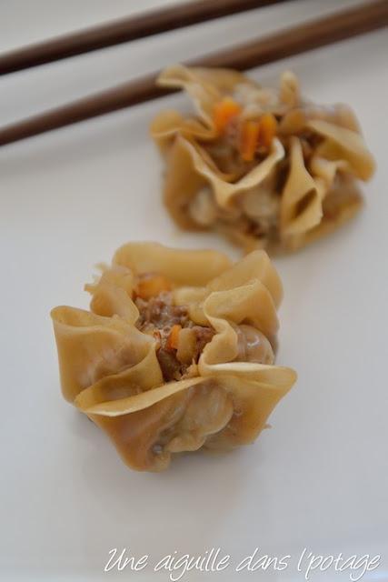 Shu mai ( dumplings ouverts à la vapeur)