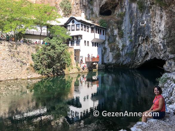 Blagaj Alperenler tekkesinde Neretva nehri kıyısında, Bosna