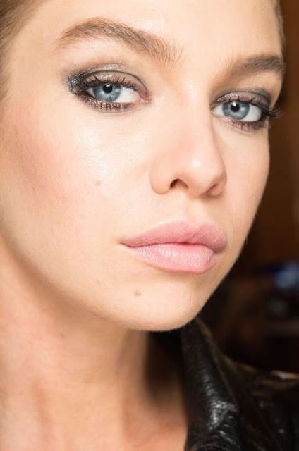 smudged liner, eyeliner, balmain, summer trends 2017