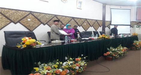 DPRD Kota  Padang Tutup Masa Sidang III  Selakigus Serakan Hasil Kunjungan Komisi
