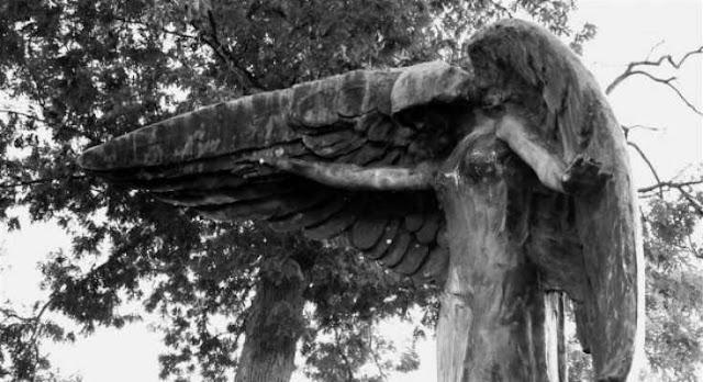 Μαύρος Άγγελος: Το καταραμένο άγαλμα που «σκοτώνει» όποιον το αγγίζει