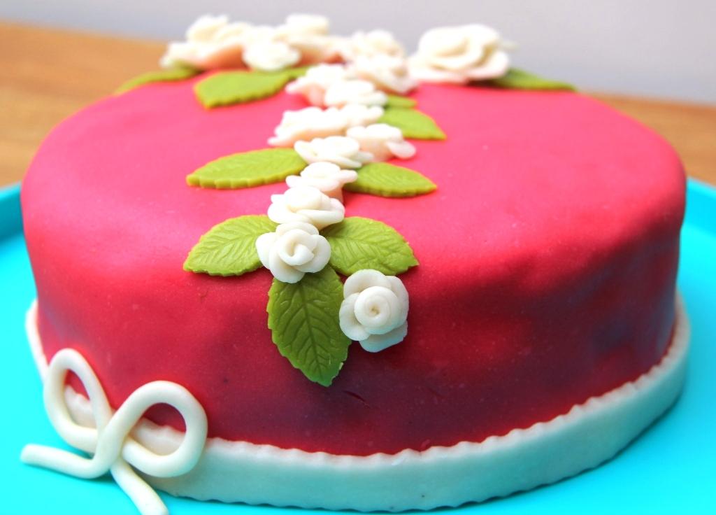 marsepein op taart Marsepein taart met romige citroen vulling | LovelyFoodandDrinks marsepein op taart