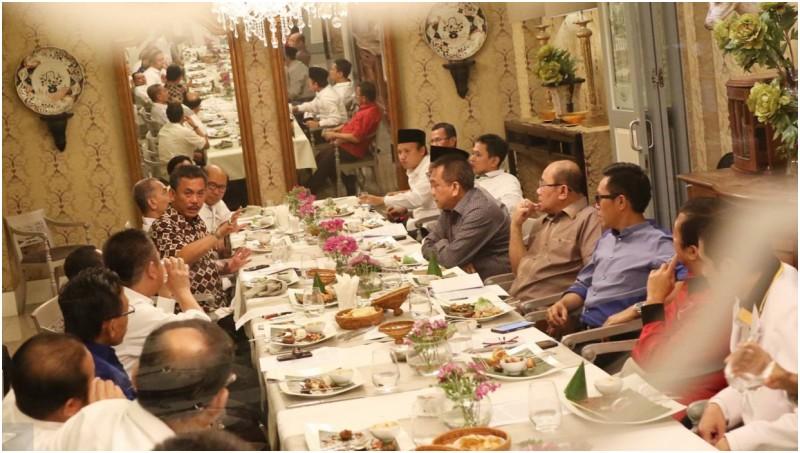 Suasana pertemuan elite politik dari Koalisi Kekeluargaan