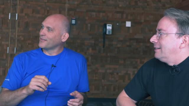 Greg Kroah-Hartman e Linus Torvalds