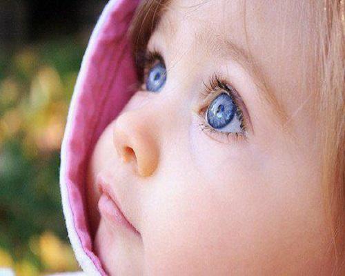Photo bébé yeux bleus