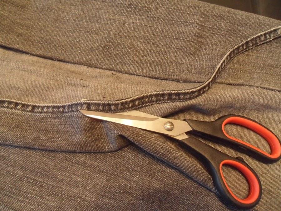 recortar las costuras laterales del pantalón
