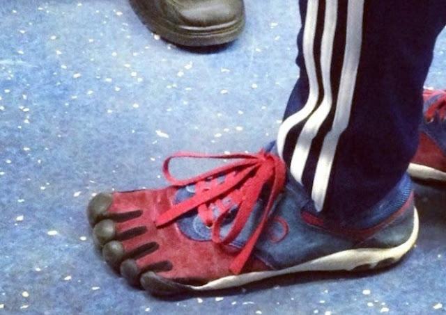 Model sepatu aneh