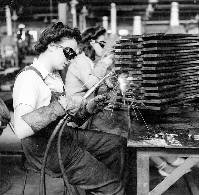 pictures of south australian women working in a munitions