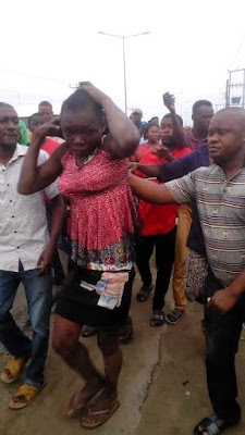 Suspected kidnapper disguised as a woman nabbed in Rivers State trying to abduct school children (photos)