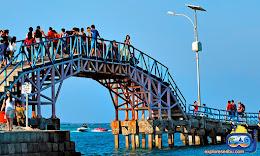 icon legendaris wisata pulau tidung adalah jembatan cinta