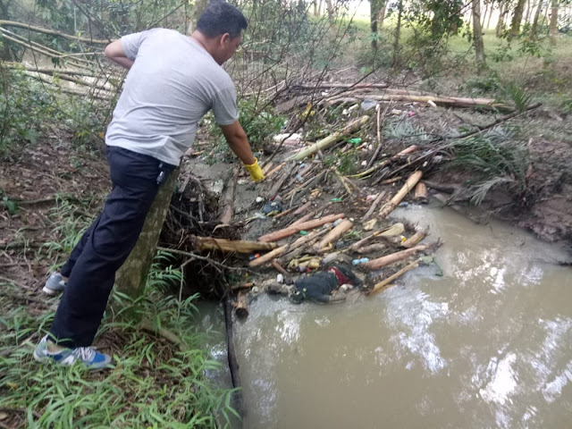 Warga Temukan Mayat Mengapung di Sungai Trembesu
