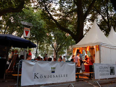 http://www.wz.de/lokales/duesseldorf/nrw-feiert-altstadtwirte-sind-stinksauer-1.2262341