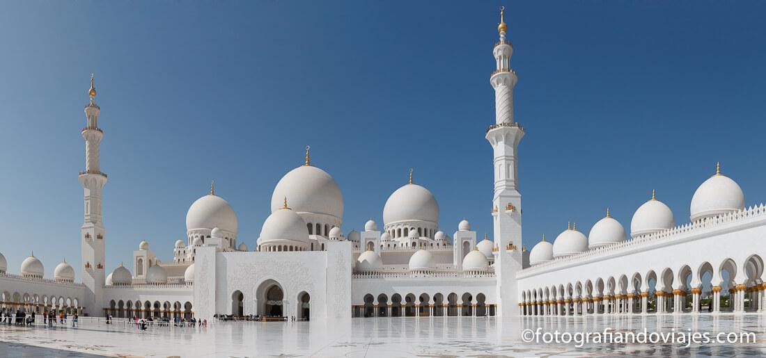 panorámica interior Gran mezquita Sheikh Zayed en Abu Dhabi