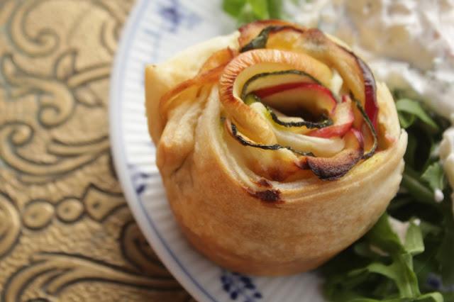All you need is hack! Zucchini-Apfel-Rosen mit Rinderhack, eine schöne, kleine Köstlichkeit. http://kuechenliebelei.blogspot.de/