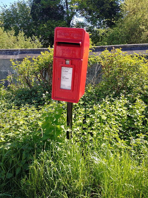 Photograph of Post box ER at the junction of Warrengate Road and Hawkshead Lane Image from the North Mymms History Project released under Creative Commons