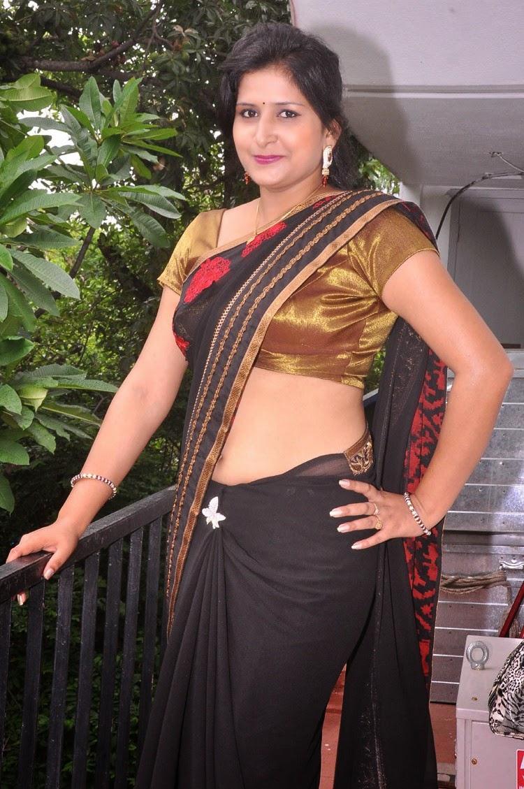 Telugu Old Age Actress Jayavani Spicy Navel Show Photos