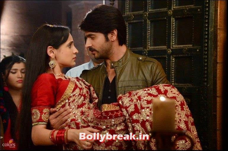 , Sanaya Irani Hot Pics - Rangrasiya Colors TV