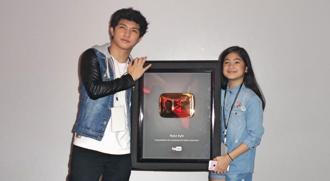 2 filipino youtube creators get gold play button award at fanfest