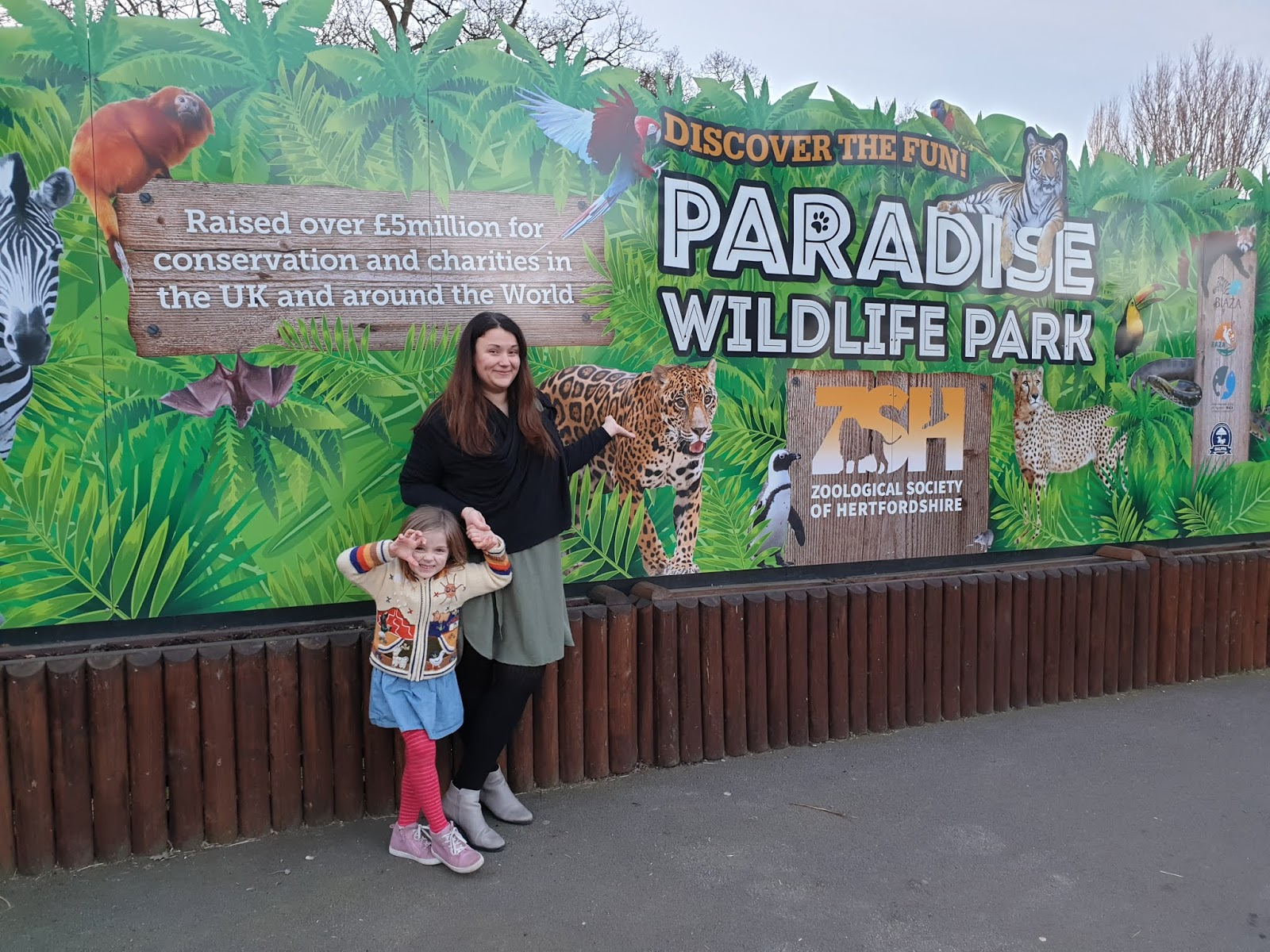 mum and daughter at paradise wildlife park entrance