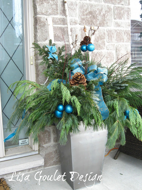 Decorating With Urns {Christmas Edition}