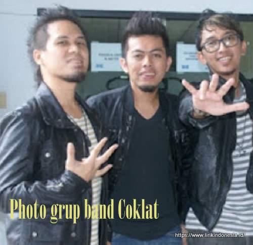 Photo grup band Coklat