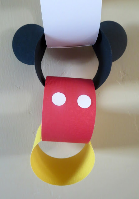 Disney Countdown Chain--a simple and cute way to countdown to your Disney vacation.  (Free print files included!)