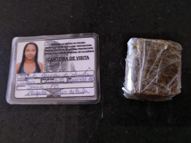 Mulher é presa ao tentar com droga no Presídio Padrão de Cajazeiras