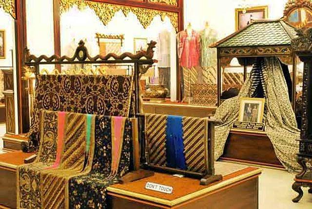 Danar Hadi Batik Museum 7c58378839