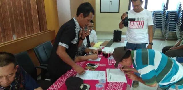Di Pekojan, Lurah Bekali Pengayuh Becak Dengan Kartu BPJS Ketenagakerjaan
