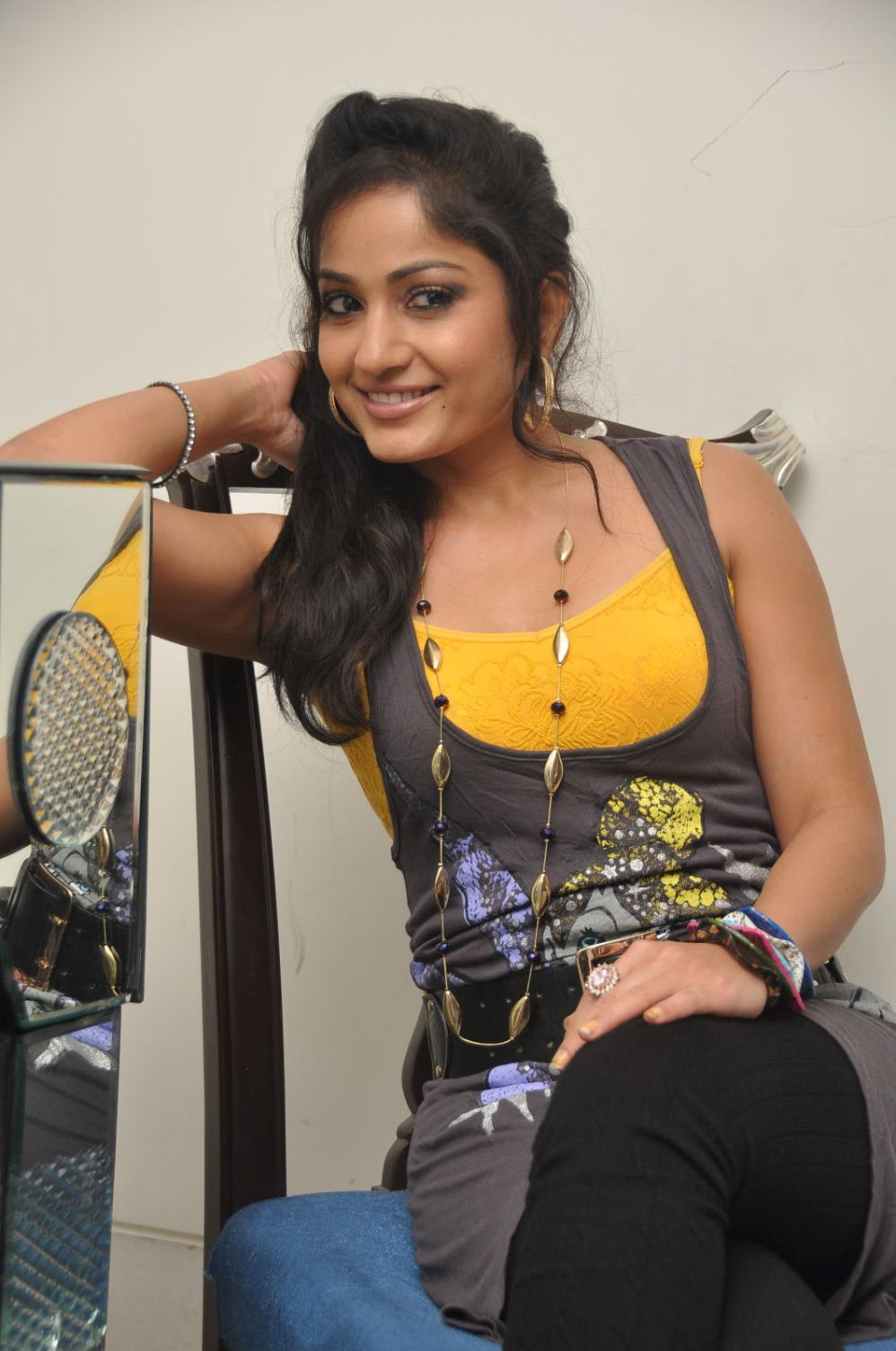 Gorgeious Madhavi latha latest looking pictures