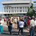 Pensionados cierran avenida Delicias por escasez de efectivo