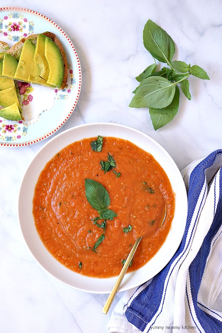 how to make tomato soup with fresh tomatoes yummy mummy kitchen a vibrant vegetarian blog. Black Bedroom Furniture Sets. Home Design Ideas