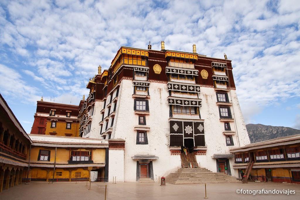 Palacio de Potala en Lhasa Tibet edificio amarillo