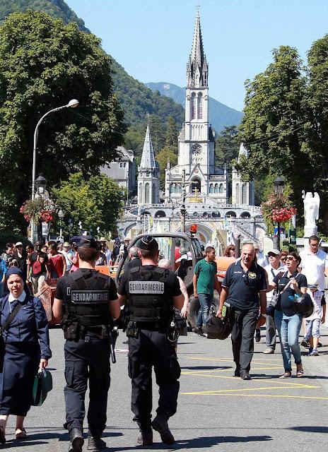 Por volta de 25.000 fiéis foram a Lourdes pela festa da Assunção.