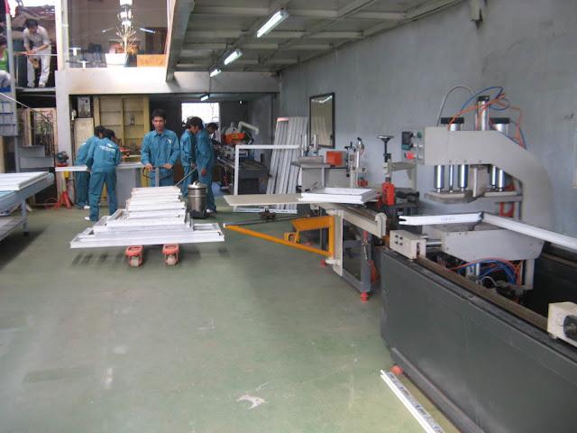 xưởng sản xuất cửa nhựa lõi thép