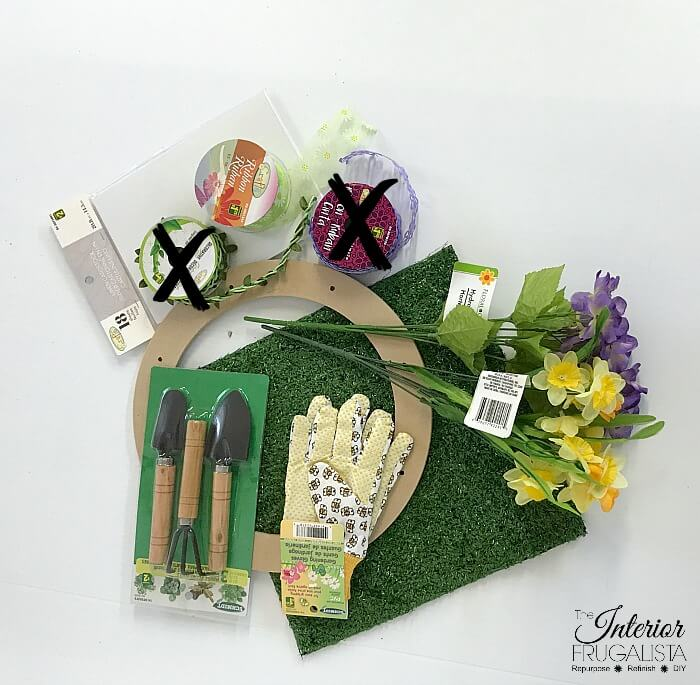 An easy DIY Garden Lovers' Wreath for Spring that won't break the bank and a fun dollar store craft that includes vintage seed packet printables.