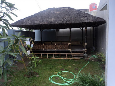 Saung-bambu-atap-ijuk
