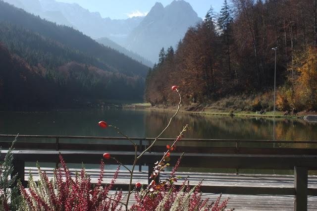 Herbst am Riessersee, Romantische Herbsthochzeit in den Bergen von Garmisch-Partenkirchen, Vintage-Style, heiraten im Hochzeitshotel Riessersee Hotel; wedding destination abroad Bavaria