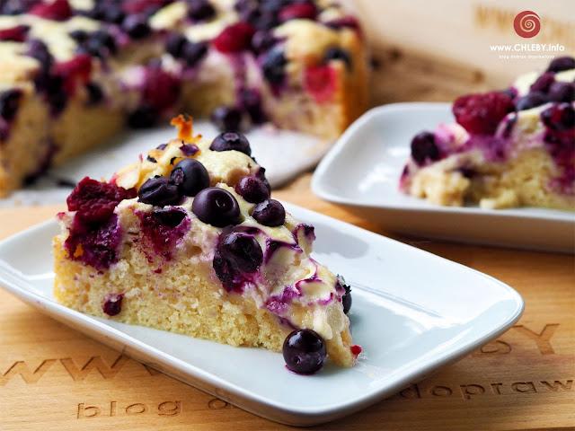 Ciasto z twarogiem i owocami
