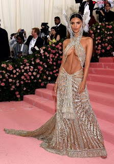 Emily Ratajkowski Expising her beautiful  at 2019 MET Gala in NYC .xyz Exclusive Pics 07