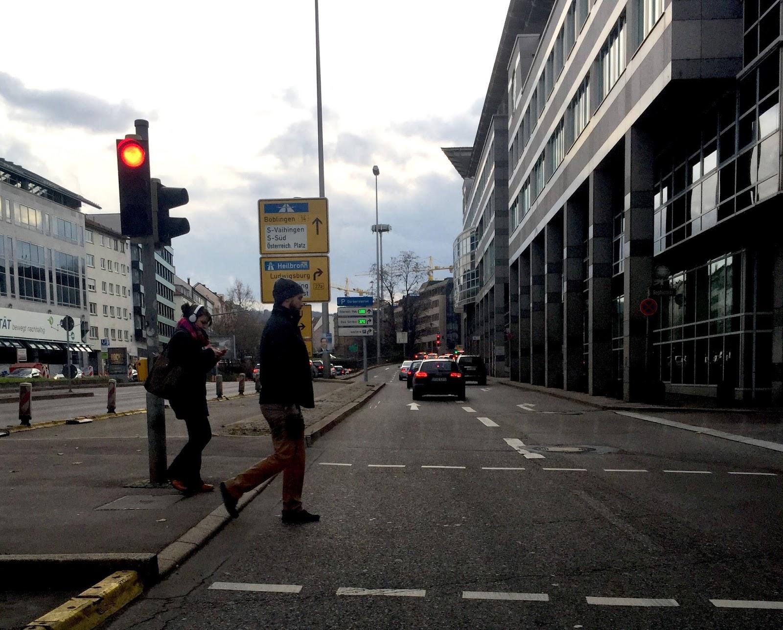 Sie Fahren Nachts Auf Unbeleuchteter Straße