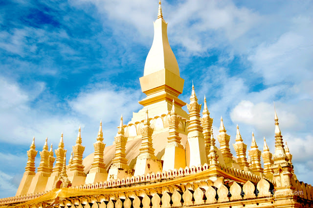 bowdywanders.com Singapore Travel Blog Philippines Photo :: Laos :: Pha That Luang –The Great Sacred Stupa in Vientiane
