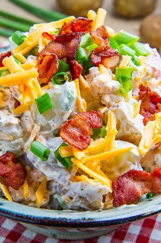 All of the flavours of fully loaded baked potatoes including bacon, cheddar, sour cream and green onions in a potato salad that is perfect for summer picnics and entertaining!