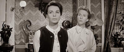 Claire Bloom, Julie Harris The Haunting (1963)