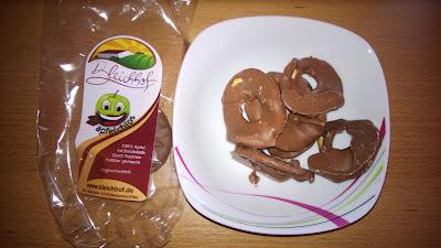 Apfel Chips mit Schokolade überzogen