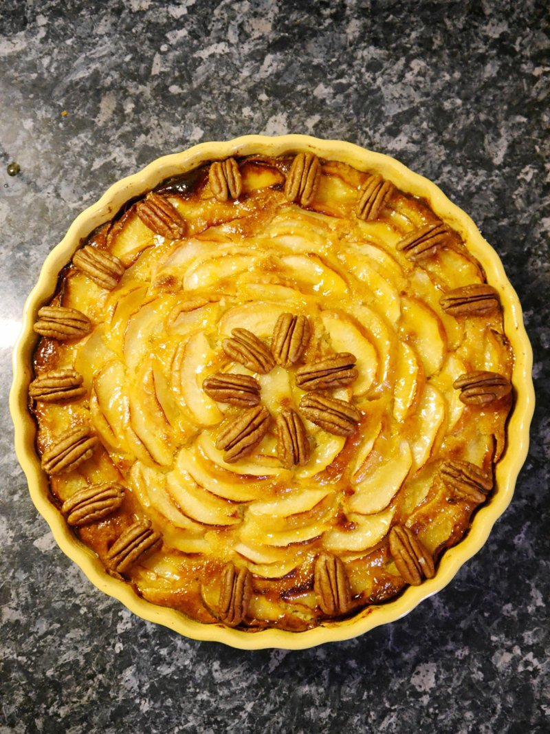 Apple and Frangipane Tart Recipe topped with pecan nuts - easy to make pie recipe, perfect for dessert course or Thanksgiving family meal! by BirdsParty.com @birdsparty