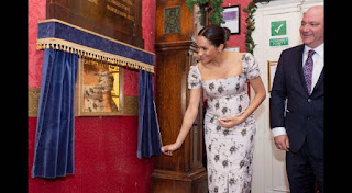 pregnant' UK duchess Meghan makes Christmas trip to care home